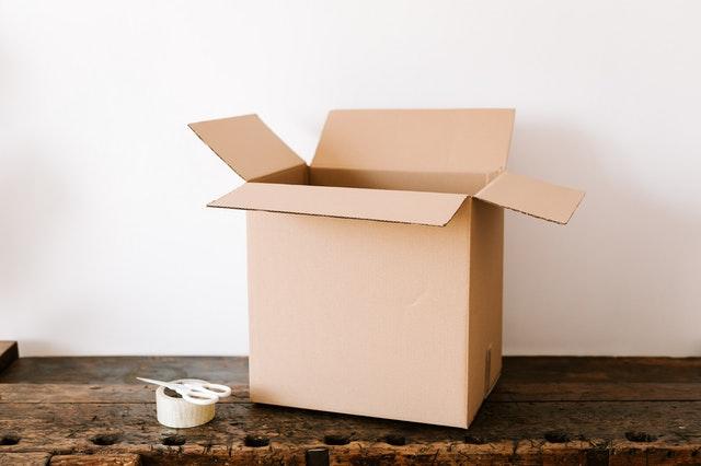 Het in gebruik nemen van kartonnen dozen
